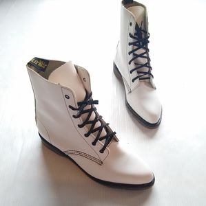 DOC MARTENS rare pointed toe white lace-up boots